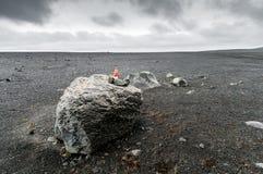 Карлик в вулканической установке Стоковые Изображения RF