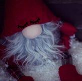 Карлик рождества на снеге с концом рождества декоративным вверх Стоковые Изображения RF