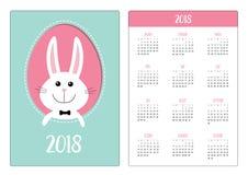 Карманный календарь 2018 год Неделя начинает воскресенье пасха счастливая Усмехаясь внутренность зайцев кролика зайчика покрасила Стоковое Фото