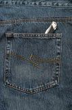 Карманный нож в карманн демикотона джинсовой ткани Стоковые Изображения RF