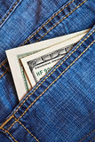 карманн джинсыов долларов кредиток Стоковая Фотография