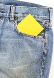 Карманн джинсов с примечанием чистого листа бумаги Стоковая Фотография