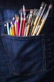 Карманн с щетками и карандашами Стоковые Изображения RF