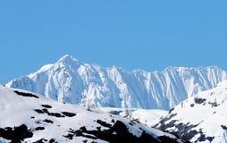 Карниз на гребне покрытом снегом в Аляске стоковое фото rf