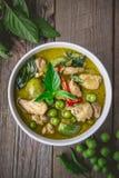 Карри с ингридиентами, тайская традиция цыпленка зеленое кухни и Стоковые Фото