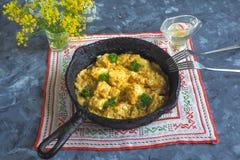 Карри цыпленка масла Makhani Murgh с нежными куриной грудкой, сливк, маслом и медом Стоковое фото RF