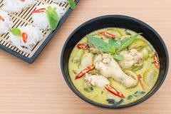 Карри цыпленка зеленое с вермишелью риса Стоковое Изображение