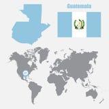 Карта Гватемалы на карте мира с указателем флага и карты также вектор иллюстрации притяжки corel иллюстрация штока