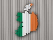 Карта и флаг Ирландии на волнистом железе Стоковые Изображения