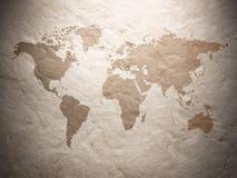 Карта мира показанная на рифлёной старой бумаге Стоковая Фотография