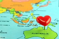 Карта мира с Pin Австралией назначения Стоковое Фото