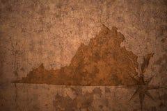 Карта положения Вирджинии на старой винтажной бумажной предпосылке стоковая фотография
