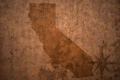 Карта положения Калифорнии на старой винтажной бумажной предпосылке стоковое фото