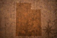 Карта положения Юты на старой винтажной бумажной предпосылке стоковые изображения rf