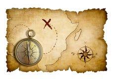 Карта сокровища пиратов при изолированный компас Стоковая Фотография RF