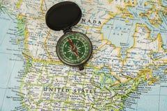 Карта США при карандаш указывая на различное мы город Стоковые Изображения RF