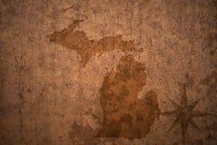 Карта штата Мичиган на старой винтажной бумажной предпосылке стоковые изображения