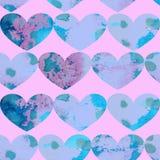 Картина акварели безшовная голубых текстурированных сердец на розовой предпосылке бесплатная иллюстрация