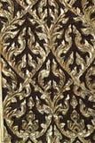 Картина античной культуры на деревянной двери в тайском виске Стоковое фото RF