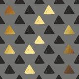 Картина вектора безшовная с золотыми треугольниками Декоративная предпосылка для печатать Стоковые Изображения