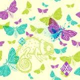 Картина вектора безшовная с хамелеоном и бабочками Стоковые Изображения