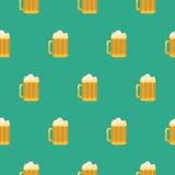 Картина вектора стекла пива безшовная Стоковое Изображение RF