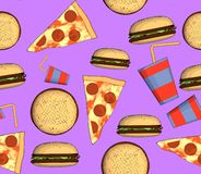 Картина высококалорийной вредной пищи безшовная с гамбургером пиццы и питьем Стоковые Изображения RF