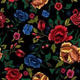 Картина вышивки безшовная с красными и голубыми розами Стоковое Изображение RF