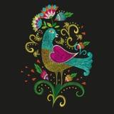 Картина вышивки красочная этническая в традиционной фольклорной птице с Стоковые Изображения