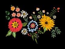 Картина вышивки родная с астрой и маком фантазии цветет Стоковое фото RF