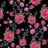 Картина вышивки традиционная безшовная с красными розами Стоковые Изображения RF