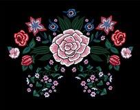 Картина вышивки традиционная с упрощает цветки Стоковое Фото