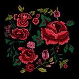 Картина вышивки традиционная фольклорная с красными розами Стоковая Фотография