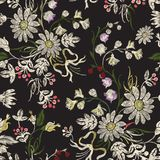 Картина вышивки флористическая безшовная с стоцветами и смычками Стоковые Изображения RF