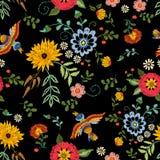 Картина вышивки этническая безшовная с птицами и фантазия цветут Стоковое Изображение RF