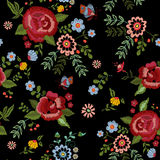Картина вышивки этническая безшовная с розами и фантазия цветут Стоковые Изображения RF