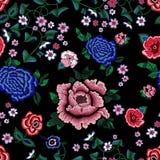 Картина вышивки этническая безшовная с упрощает розы и пионы Стоковое Изображение