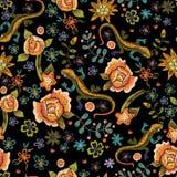 Картина вышивки этническая безшовная с ящерицами и цветками Vec Стоковая Фотография RF
