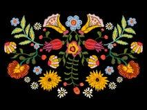 Картина вышивки этническая с красочными цветками Стоковые Фотографии RF