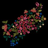Картина вышивки этническая с малыми полевыми цветками Стоковая Фотография RF