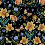Картина вышивки этническая упрощенная безшовная с бабочками a Стоковые Фотографии RF