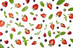 Картина голубик, клубник и мяты на сером цвете Стоковое Фото