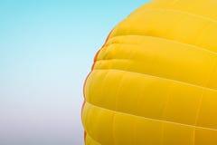 картина горячего воздушного шара на голубом небе Стоковая Фотография RF
