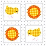 Картина детей безшовная с цыплятами и солнцем Стоковые Изображения RF