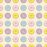Картина красочных donuts безшовная стоковое изображение