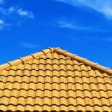 Картина крыши и голубое небо Стоковое Изображение