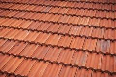 Картина крыши старой красной плитки встроенная Стоковое Фото