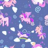 Картина милого единорога безшовная, волшебное летание Пегаса с крылом и рожок на радуге, иллюстрации вектора лошади фантазии иллюстрация штока