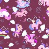 Картина милого единорога безшовная, волшебное летание Пегаса с крылом и рожок на радуге, иллюстрации вектора лошади фантазии бесплатная иллюстрация