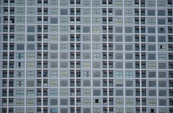Картина окон квартиры в городе стоковое фото rf